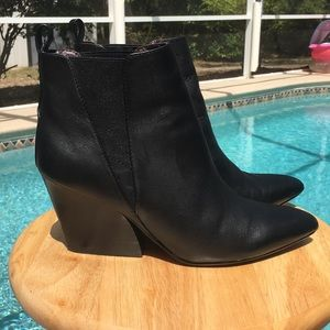 Report Myrna Ankle Boot